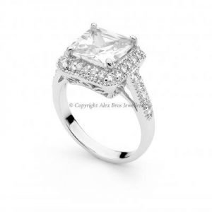 Ring with Brilliant Cut Cubic Zirconia